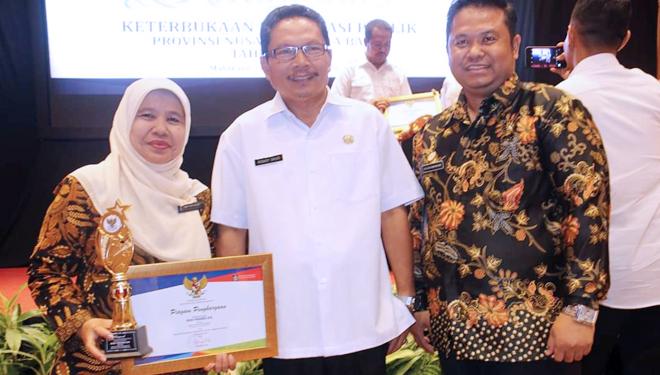 HUT Ke-49, RSUD Provinsi NTB Raih Anugerah Keterbukaan Informasi Publik