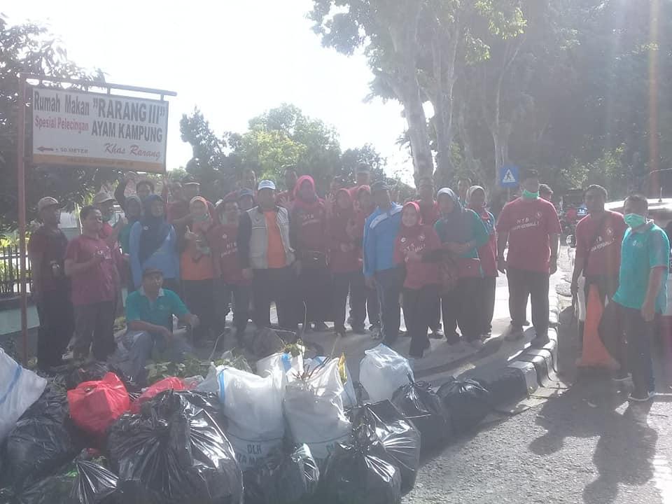 Bersih-bersih Dalam Rangka HUT Provinsi NTB Ke-60, RSUD Membersihkan Kali Jangkok