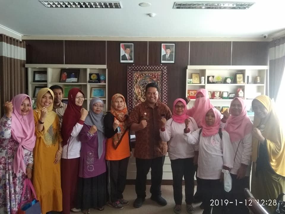 Silaturahmi Perhimpunan Wanita Pemerhati Kanker di Ruang Kerja Pak Direktur