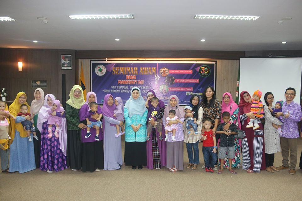 Reuni Keluarga Bayi Premature yang Pernah Ditangani di RSUD Provinsi NTB Dalam Acara Seminar AWAM
