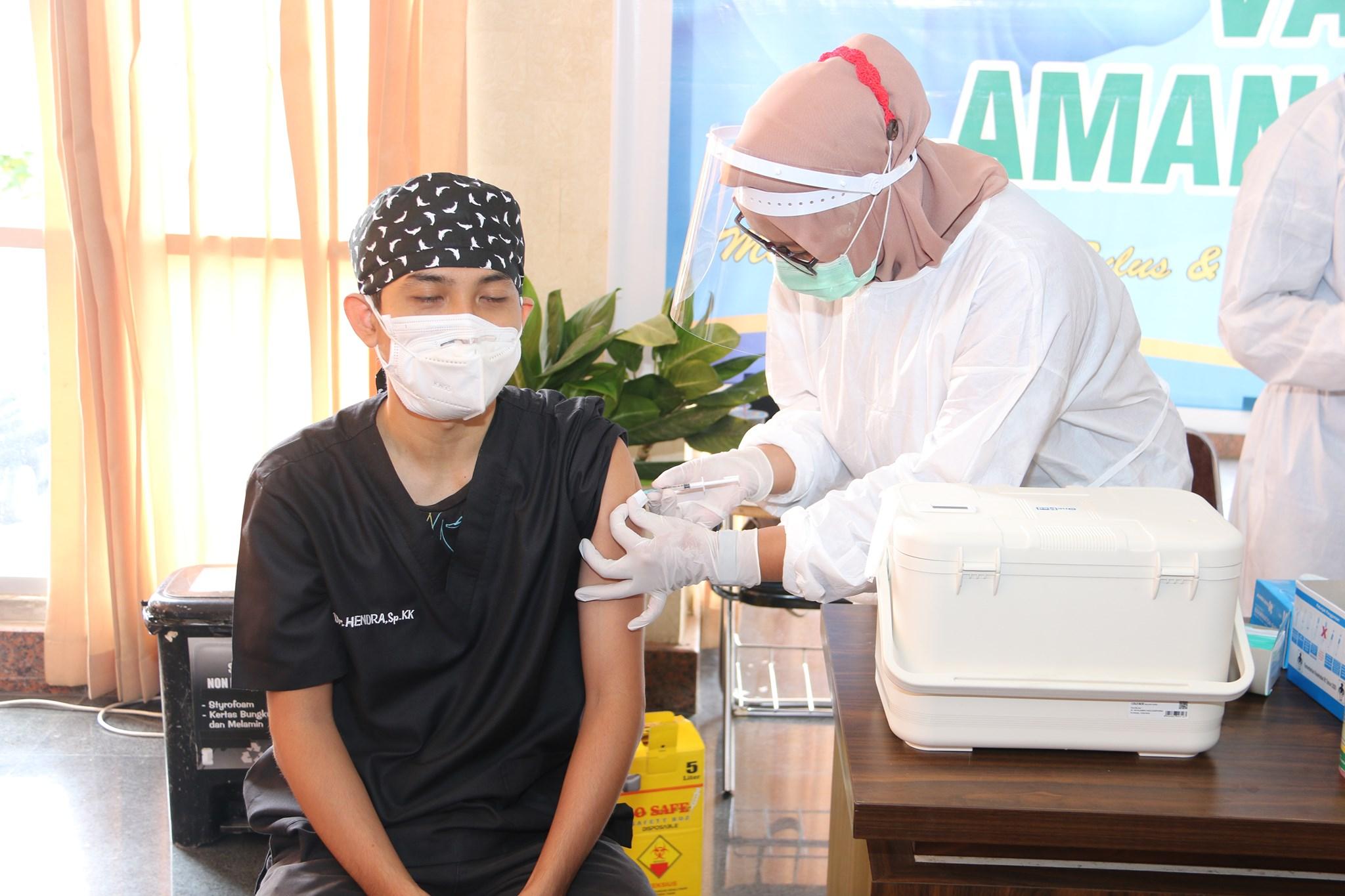 Tenaga Medis dan Tenaga Kesehatan RSUD Provinsi NTB Mulai Melakukan Vaksin Hari Ini