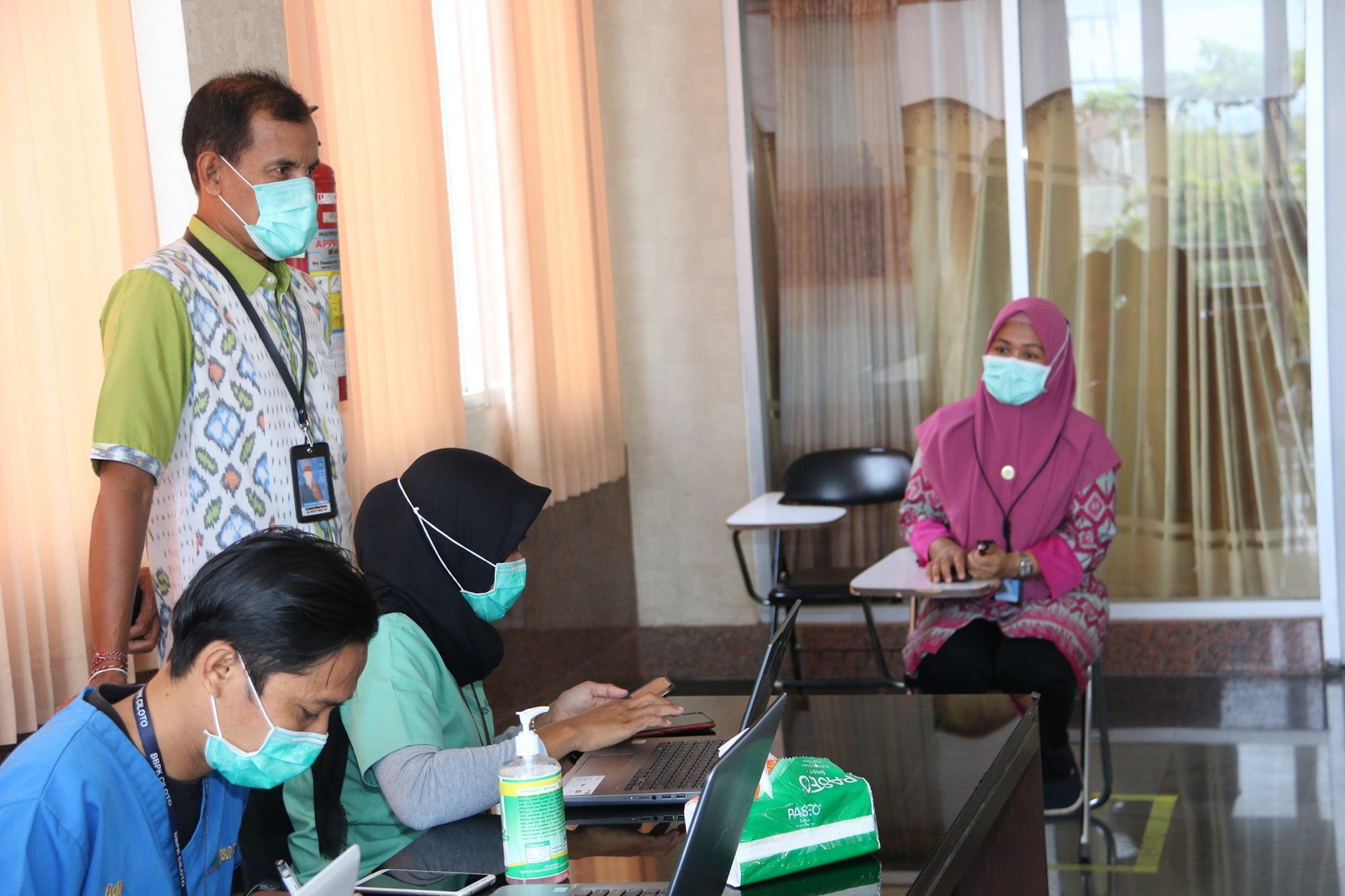 Pelaksanaan Pemberian Vaksin COVID-19 di RSUD Provinsi NTB ...